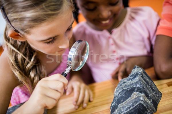 Crianças olhando lupa escolas menina criança Foto stock © wavebreak_media