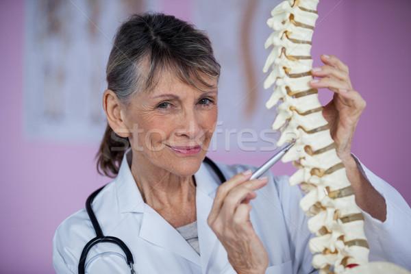 Examinar espina modelo clínica mujer feliz Foto stock © wavebreak_media