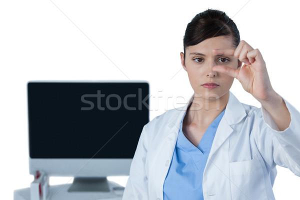 Vrouwelijke wetenschapper experiment witte computer medische Stockfoto © wavebreak_media