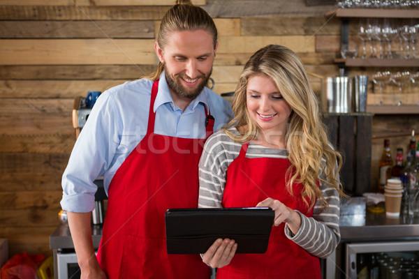 Mosolyog digitális tabletta kávéház üzlet férfi Stock fotó © wavebreak_media