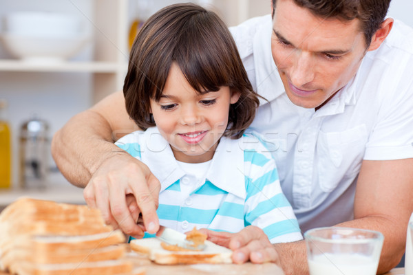 Amoroso filho pai congestionamento pão cozinha família Foto stock © wavebreak_media