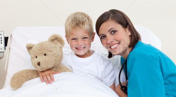 улыбаясь мало мальчика врач играет мишка Сток-фото © wavebreak_media