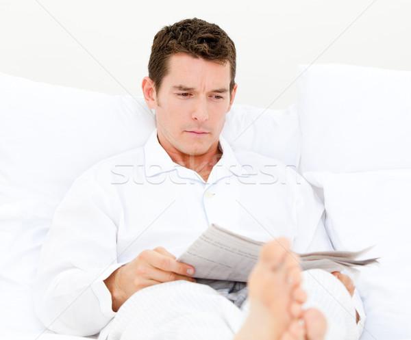Przystojny mężczyzna czytania gazety biały przestrzeni relaks Zdjęcia stock © wavebreak_media
