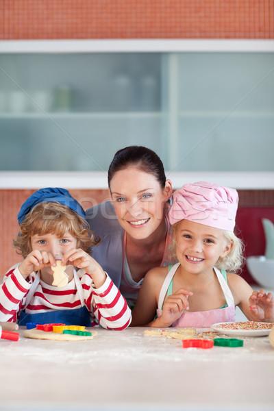 влюбленный матери два детей кухне стороны Сток-фото © wavebreak_media