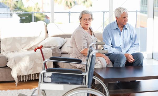 Gepensioneerd paar praten sofa huis gezicht Stockfoto © wavebreak_media