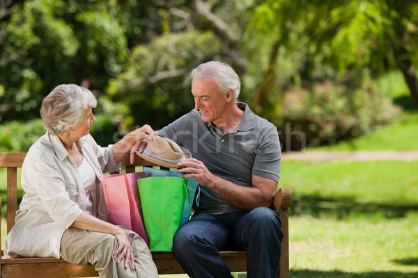 Aposentados casal amor compras saco Foto stock © wavebreak_media