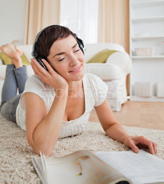 Portre kadın dergi müzik Stok fotoğraf © wavebreak_media