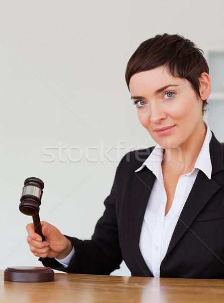 Portré komoly nő kalapács iroda kéz Stock fotó © wavebreak_media