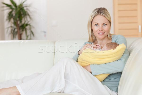 Stockfoto: Jonge · moeder · vergadering · bank · baby