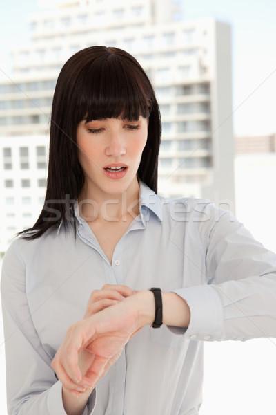Stok fotoğraf: Kadın · bakıyor · ne · zaman · iş