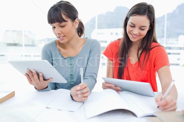 ペア 笑みを浮かべて 女の子 ヘルプ 宿題 図書 ストックフォト © wavebreak_media
