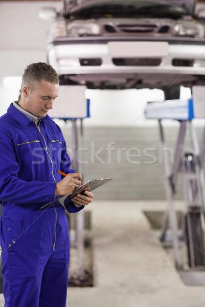 Concentrado mecánico portapapeles garaje coche Foto stock © wavebreak_media