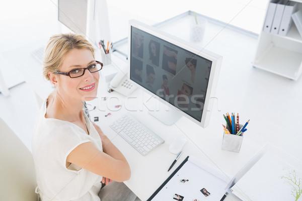 Vrouwelijke foto editor werken computer Stockfoto © wavebreak_media