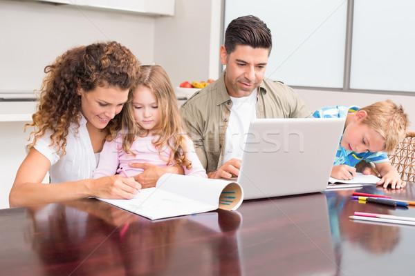 Aranyos fiatal család asztal otthon konyha Stock fotó © wavebreak_media