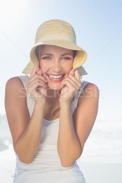 Сток-фото: великолепный · счастливым · блондинка · позируют · пляж