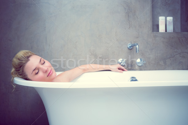 Serein bain maison salle de bain Homme Photo stock © wavebreak_media