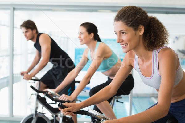 Passen Menschen Spin Klasse Fitnessstudio glücklich Stock foto © wavebreak_media