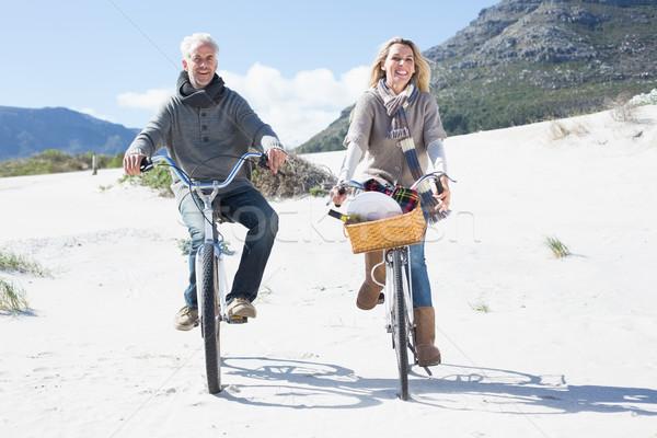 беззаботный пару велосипедов пикника пляж ярко Сток-фото © wavebreak_media