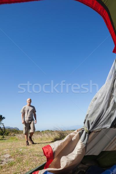 Mutlu yürüyüş çadır çim Stok fotoğraf © wavebreak_media