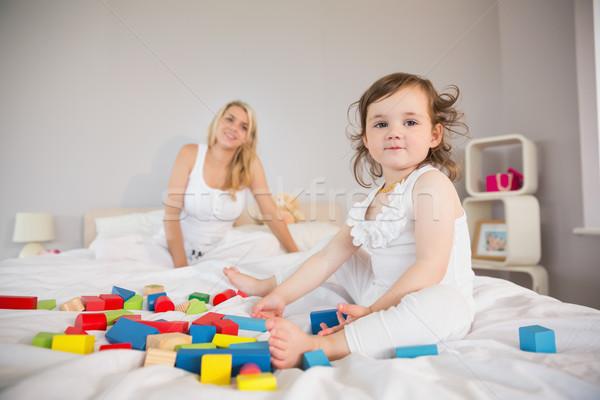 Zdjęcia stock: Matka · córka · gry · budynków · wielokondygnacyjnych · bed · widoku