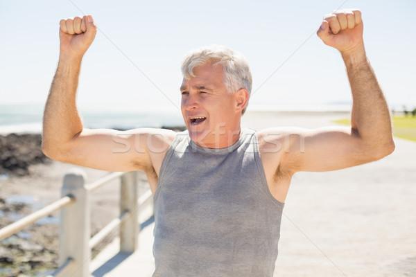 Geschikt volwassen man juichen pier gelukkig Stockfoto © wavebreak_media