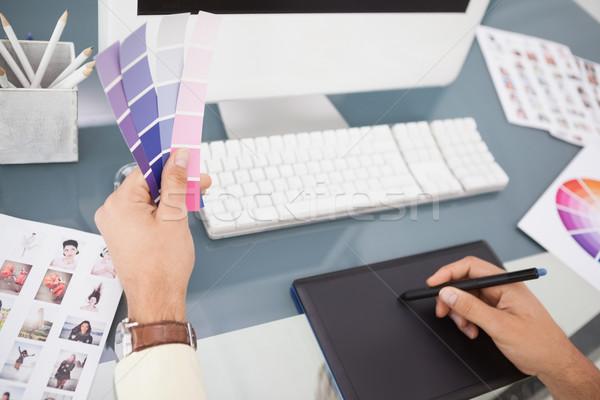 Estilista trabalhando secretária cor amostra escritório Foto stock © wavebreak_media