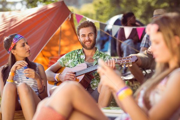 ハンサム ヒップスター 演奏 ギター 音楽祭 女性 ストックフォト © wavebreak_media