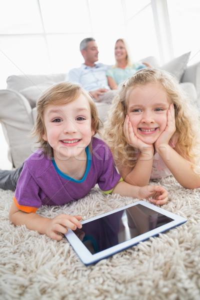 Stock fotó: Testvérek · digitális · tabletta · szőnyeg · boldog · szülők