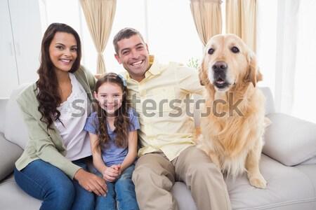 Stock fotó: Aranyos · család · megnyugtató · együtt · kanapé · kutya