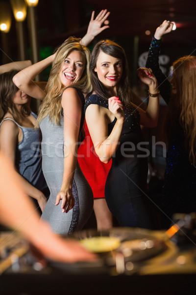 Feliz amigos dança cabine boate festa Foto stock © wavebreak_media