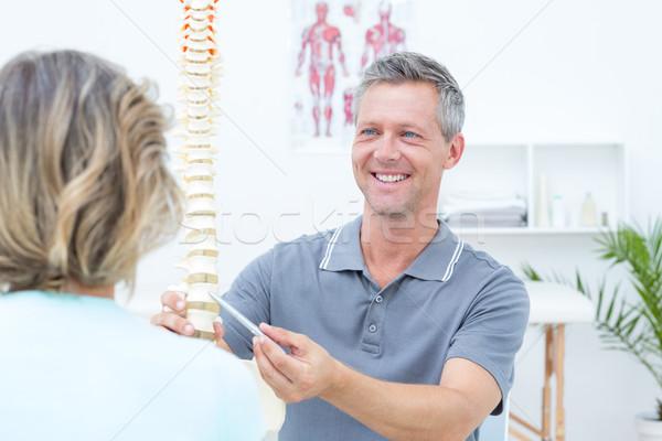 улыбаясь позвоночник модель пациент медицинской Сток-фото © wavebreak_media