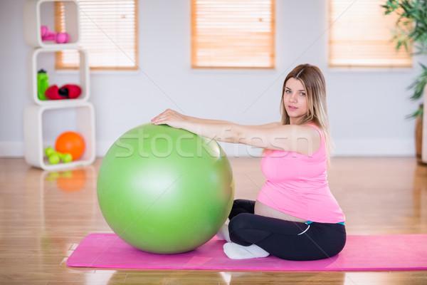 Stock fotó: Terhes · nő · testmozgás · labda · otthon · ház · boldog