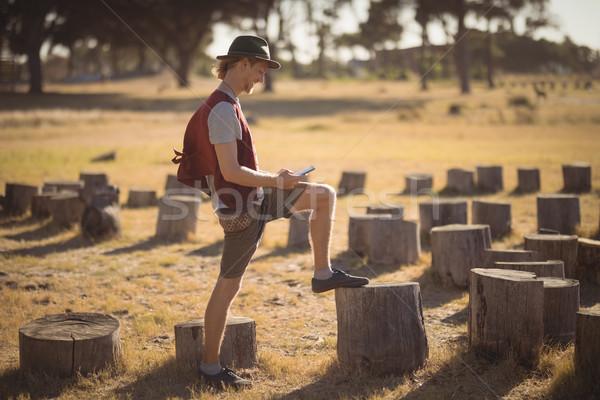 Teljes alakos férfi telefon mező oldalnézet ajtó Stock fotó © wavebreak_media