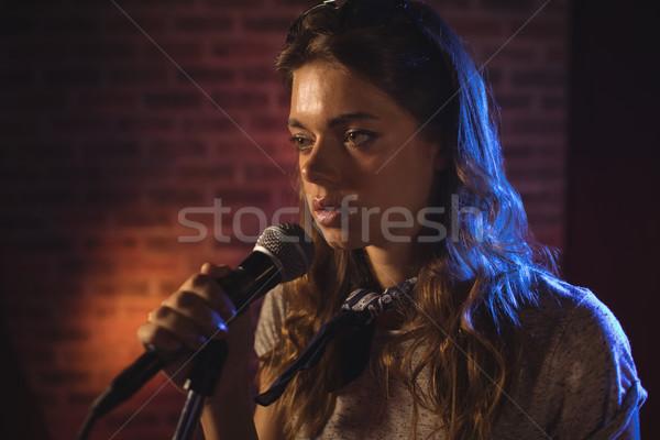 Női énekes előad zene koncert közelkép Stock fotó © wavebreak_media
