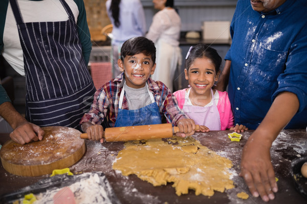 Portré mosolyog testvérek ételt készít szülők konyha Stock fotó © wavebreak_media