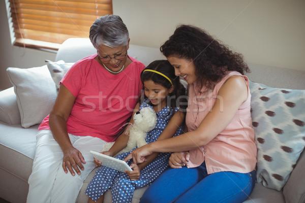 ストックフォト: 幸せな家族 · デジタル · タブレット · リビングルーム · ホーム · インターネット
