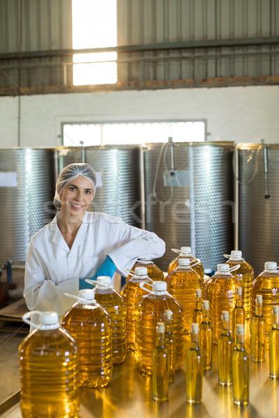 Portret vrouwelijke werknemer vergadering tabel fabriek Stockfoto © wavebreak_media