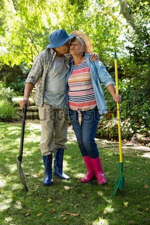 Casal de idosos em pé jardim retrato amor Foto stock © wavebreak_media