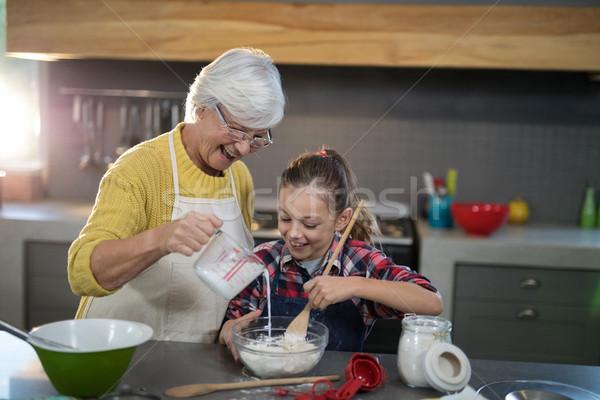 Abuela agua nieta harina tazón cocina Foto stock © wavebreak_media