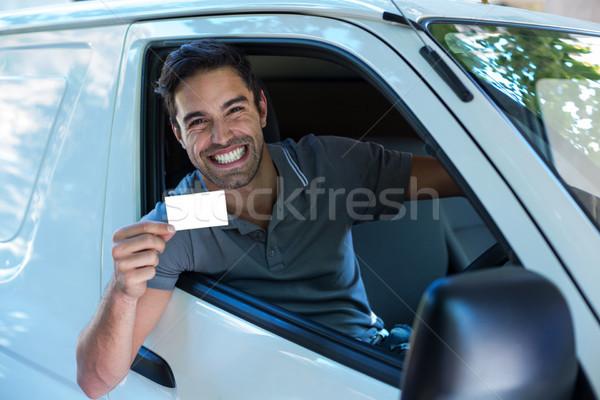 Knap bestuurder glimlachend tonen lege kaart portret Stockfoto © wavebreak_media