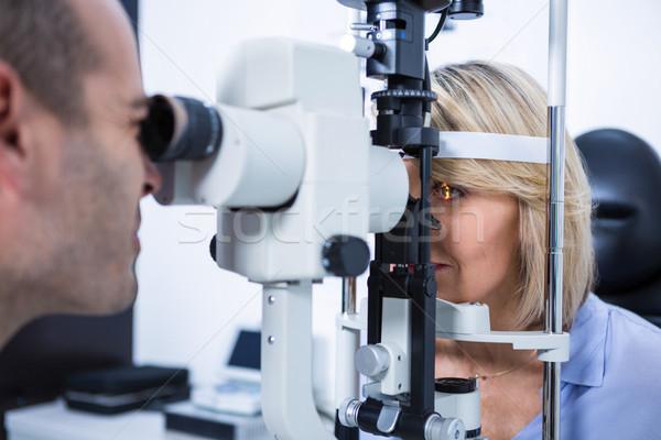 Optometrista examinar femenino paciente lámpara oftalmología Foto stock © wavebreak_media