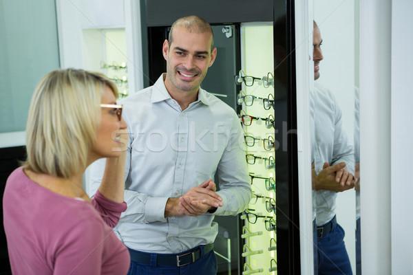 оптик помогают клиентов очки кадр Сток-фото © wavebreak_media