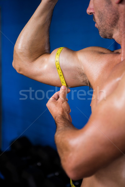Sin camisa atleta bíceps gimnasio primer plano Foto stock © wavebreak_media