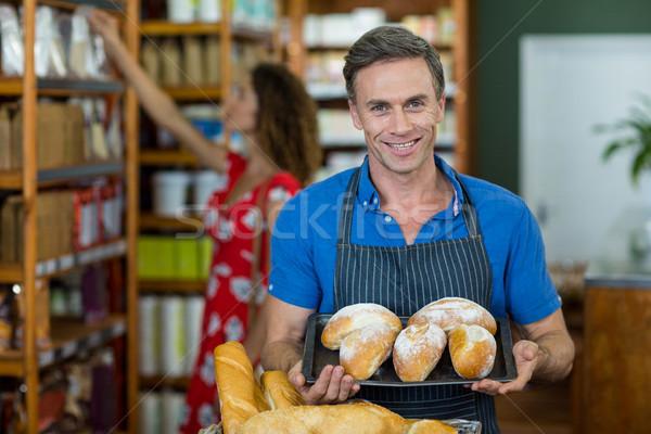 Portré férfi személyzet tart tálca kenyér Stock fotó © wavebreak_media