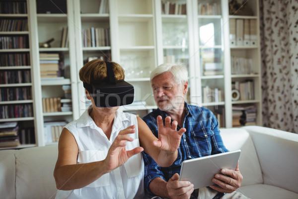 Casal de idosos digital comprimido virtual realidade fone Foto stock © wavebreak_media