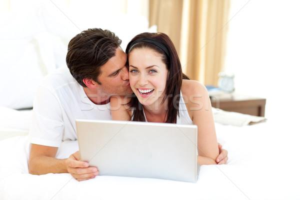 Samimi aşıklar dizüstü bilgisayar kullanıyorsanız kadın aile sevmek Stok fotoğraf © wavebreak_media