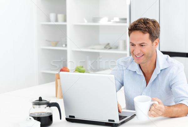 Heureux homme travail portable potable café Photo stock © wavebreak_media