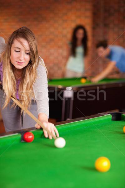 Portré aranyos nő játszik snooker otthon Stock fotó © wavebreak_media