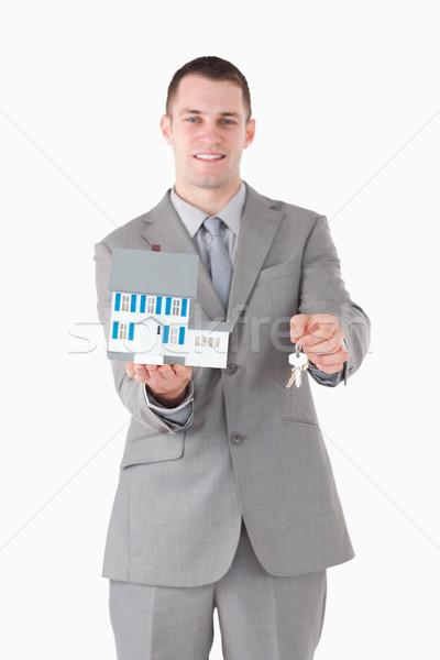 Stock foto: Porträt · Geschäftsmann · halten · Miniatur · Haus · Schlüssel