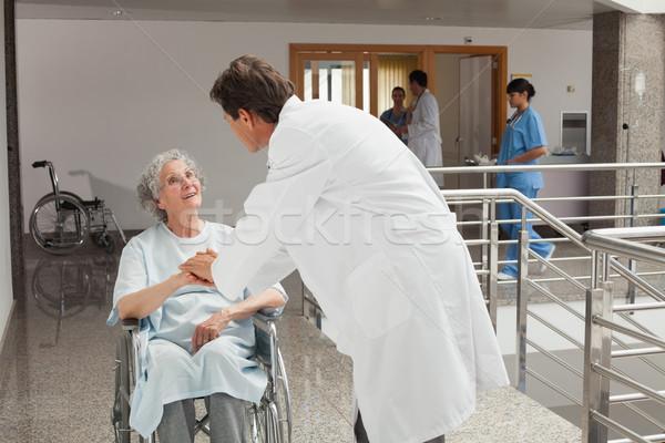 старуху сидят коляске больницу говорить врач Сток-фото © wavebreak_media